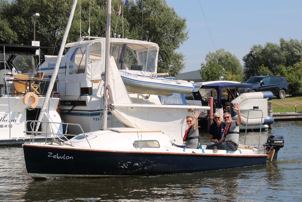 """Segelboot """"Zebulon"""" verlässt den Hafen"""